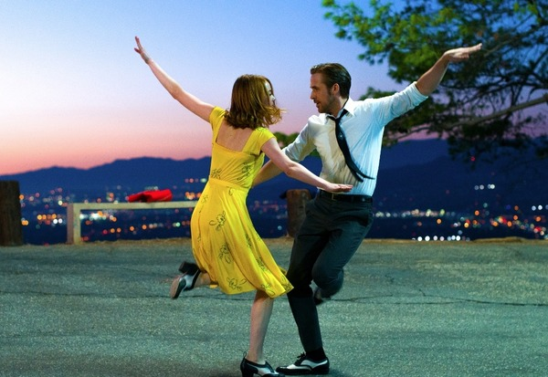 『ラ・ラ・ランド』(C)2017 Summit Entertainment, LLC. All Rights Reserved.Photo credit: EW0001: Sebastian (Ryan Gosling) and Mia (Emma Stone) in LA LA LAND.Photo courtesy of Lionsgate.
