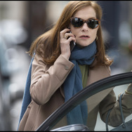 『エル ELLE』(C) 2015 SBS PRODUCTIONS - SBS FILMS - TWENTY TWENTY VISION FILMPRODUKTION - FRANCE 2 CINEMA - ENTRE CHIEN ET LOUP