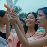 『芳華-Youth-』 (C)2017 Zhejiang Dongyang Mayla Media Co., Ltd Huayi Brothers Pictures Limited IQiyi Motion Pictures(Beijing) Co., Ltd Beijing Sparkle Roll Media Corporation Beijing Jingxi Culture&Tourism Co., Ltd All rights reserved